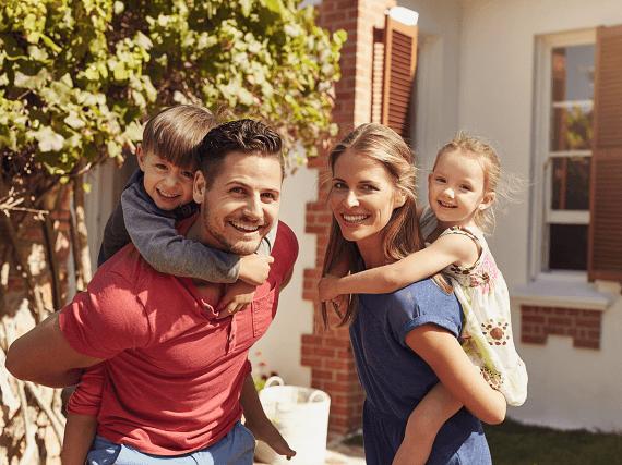 Šťastná rodinka s deťmi