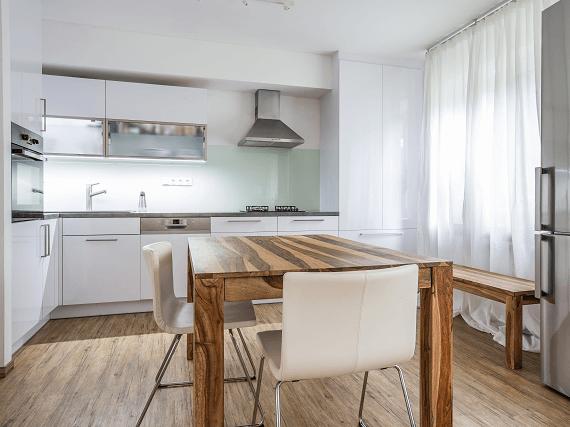 Moderne zariadená kuchyňa