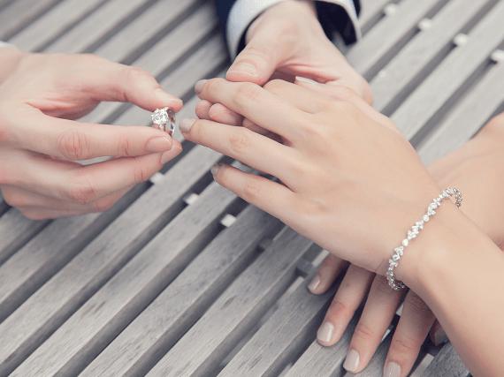 Svadobný prsteň s diamantom