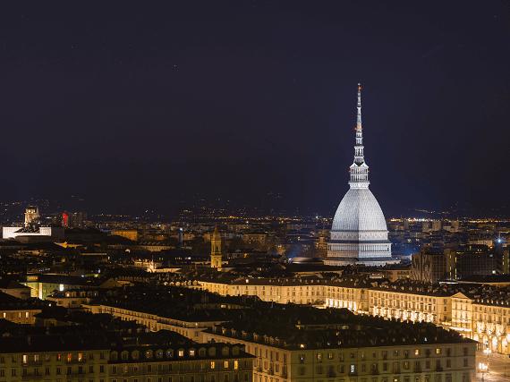 Nočná panoráma Turína